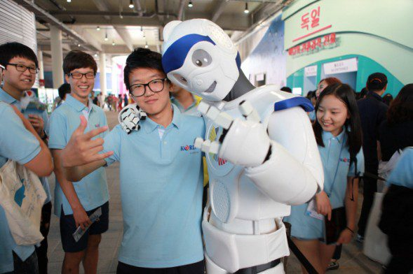 Spectators posing with the marine mascot at Yeosu Expo 2012 (National Assembly Member)