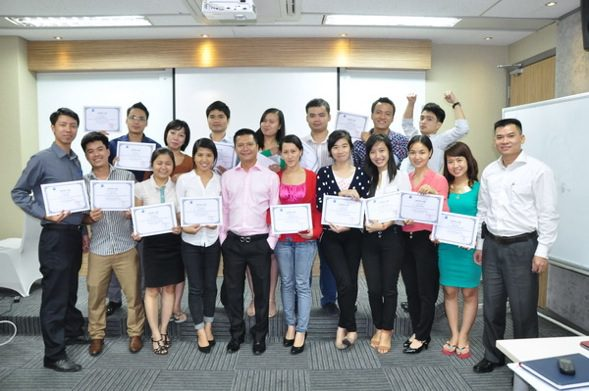 """Nguyen Phong Phu (first from the right) and participants of """"Business communication skills"""" course."""