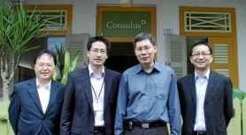 Minister Lui Tuck Yew visits Consulus' Singapore Office
