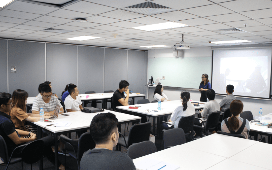 """Helena Pham sharing about """"What's next for Vietnam"""" with RMIT students in Hanoi"""