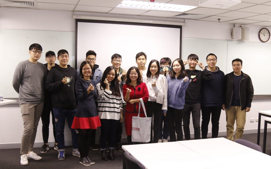 """Helena Pham sharing about """"Will Vietnamese FMCG products shape the world"""" with RMIT students in Hanoi"""